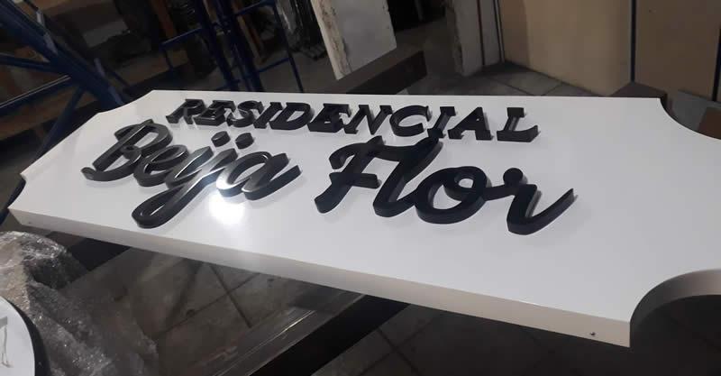 Painel em ACM com Letras Caixa - Residencial Beija Flor