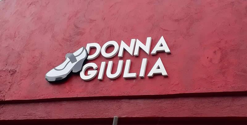 Letra caixa em chapa galvanizada - Loja Donna Giulia