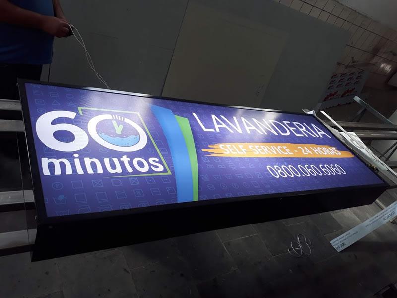 Luminoso com Acrílico Frontal e Iluminação Interna - 60 Minutos Lavanderia