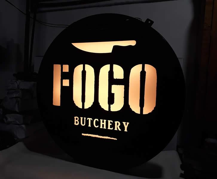 Luminoso em Aço Corten com Iluminação interna - Fogo Butchery