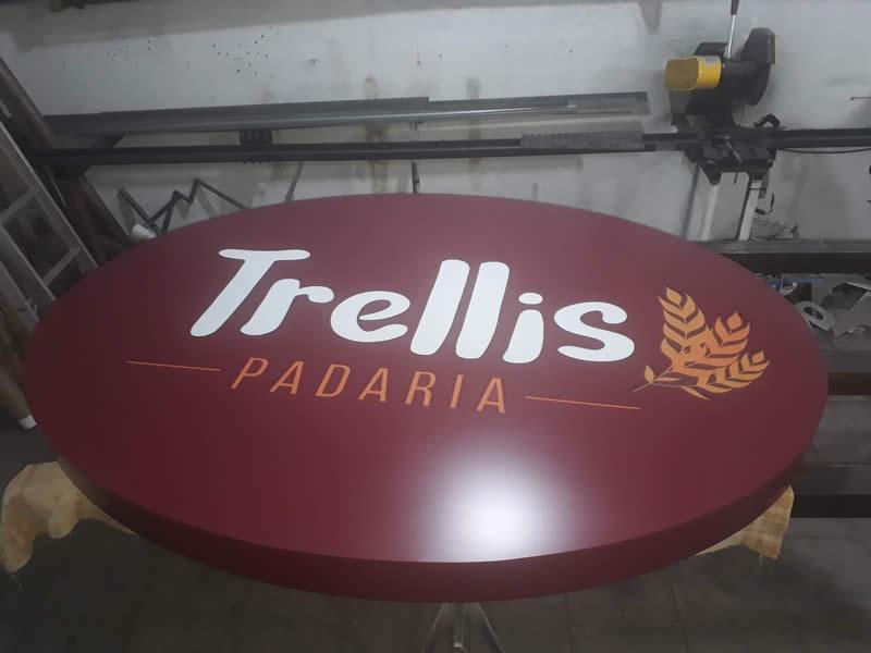 Luminoso vazado com acrílico na parte frontal - Trellis Padaria